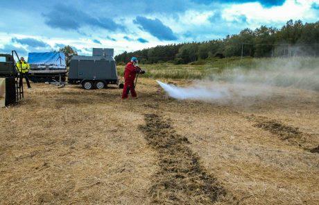 """Mit der Hightech-Löschlanze aus dem """"First Responder"""" können schwer zugängliche und sogar unterirdische Brände erfolgreich und ressourcenschonend bekämpft werden. Die Löschlanze arbeitet mit der Hochdruck-Wirbel-Löschtechnologie von protectismundi und kämpft sich mit bis zu 700 bar selbst durch brennende Torfschichten."""